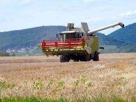combine-harvester-5401156_1280