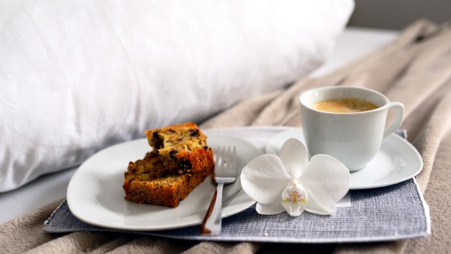 breakfast-in-bed-tray-coffee-6023991_1280